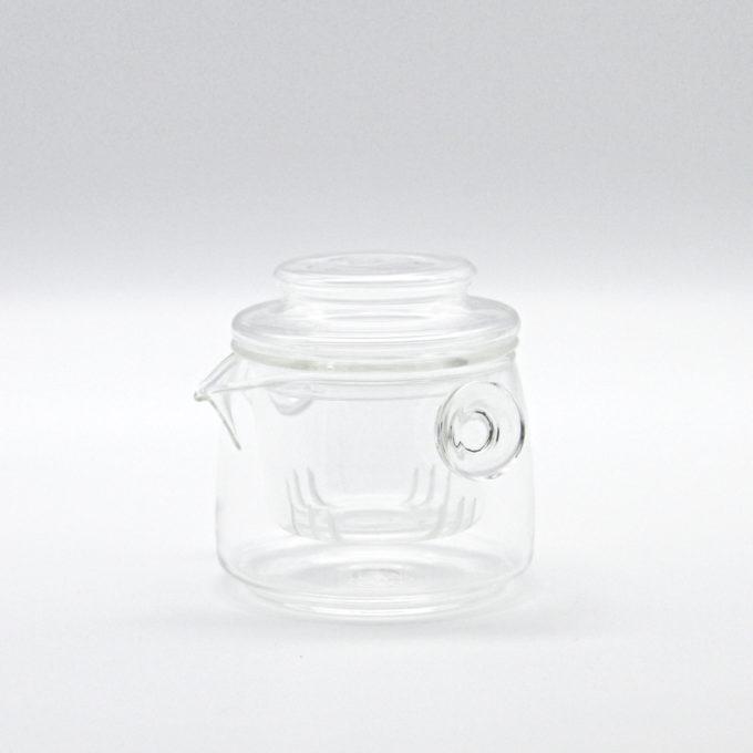 Kleines gläsernes Teetöpfchen