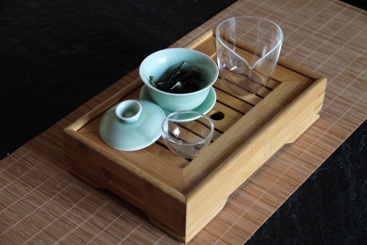 zubereitung chinesischer tees gaiwan gongfu teetablett anleitung