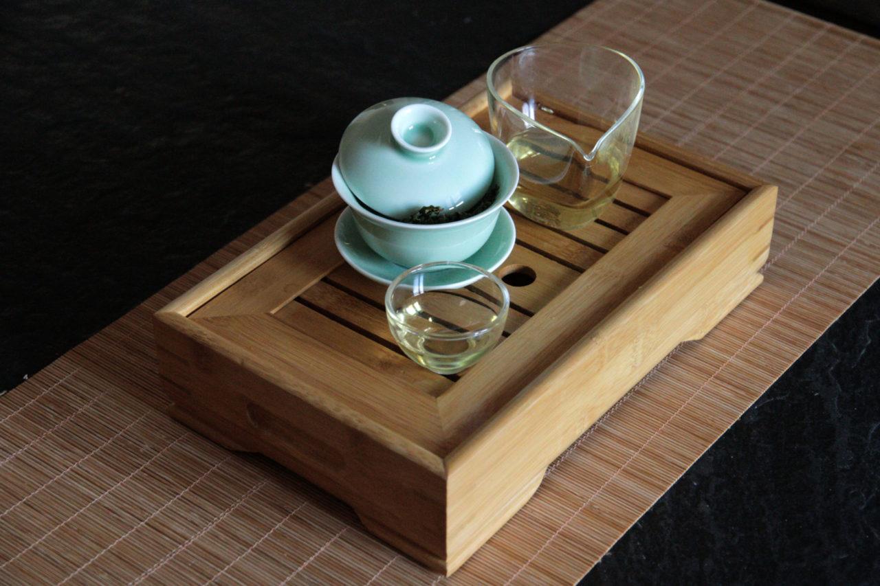 wie bereite ich chinesischen tee traditionell zu grüner gaiwan chinesischen tee richtig zu. eine kleine anleitung zur Zubereitung von Tee traditionell im Gaiwan